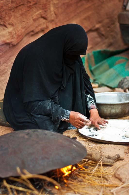 Cestovanie po Jordánsku Wadi Rum lokálna kuchárka