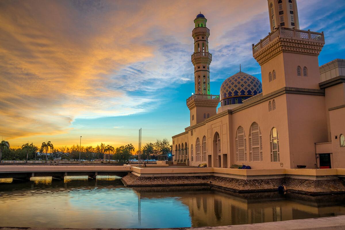 Kota Kinabalu mešita podvečer
