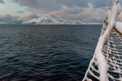 Plavba zimným fjordom ostrov