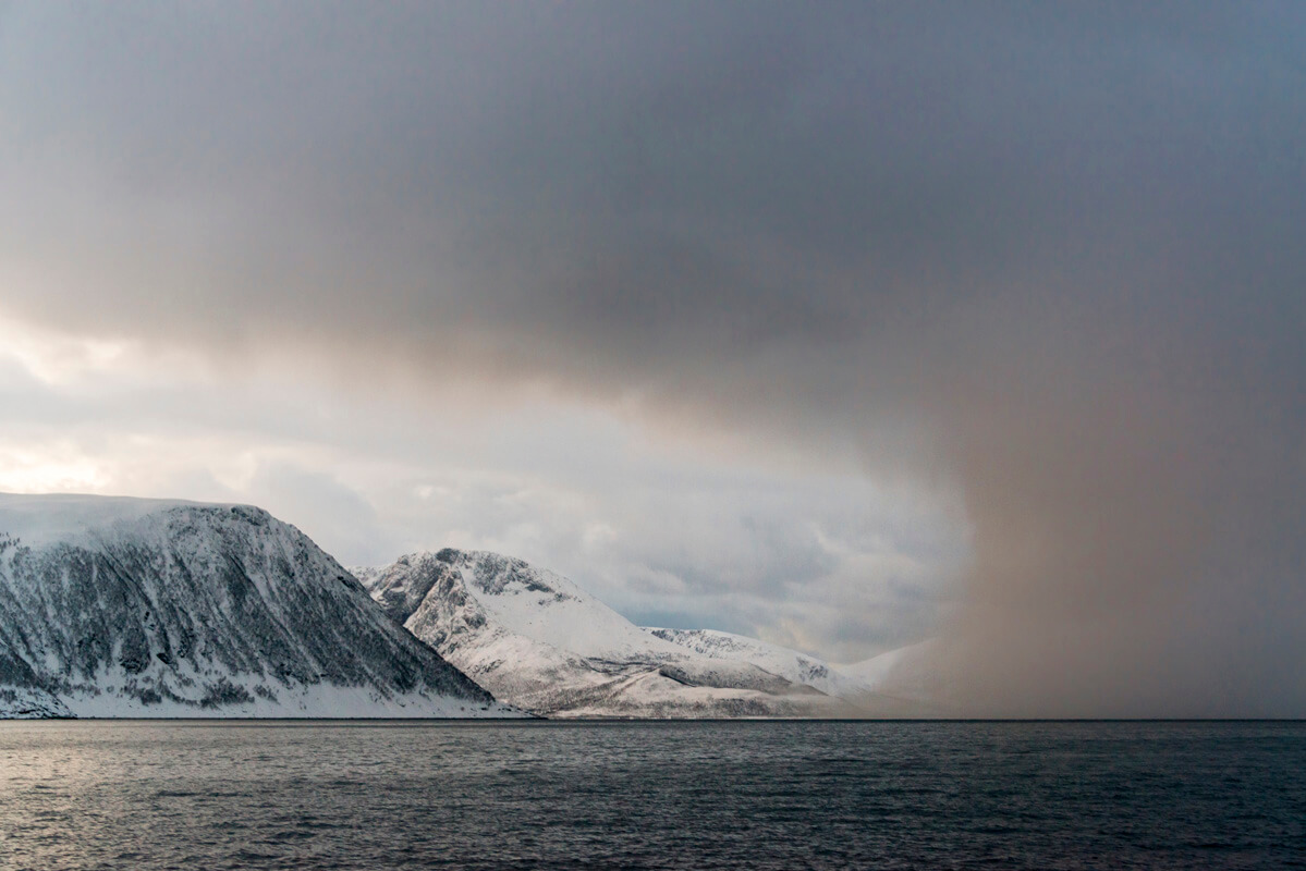 Plavba zimným fjordom búrka