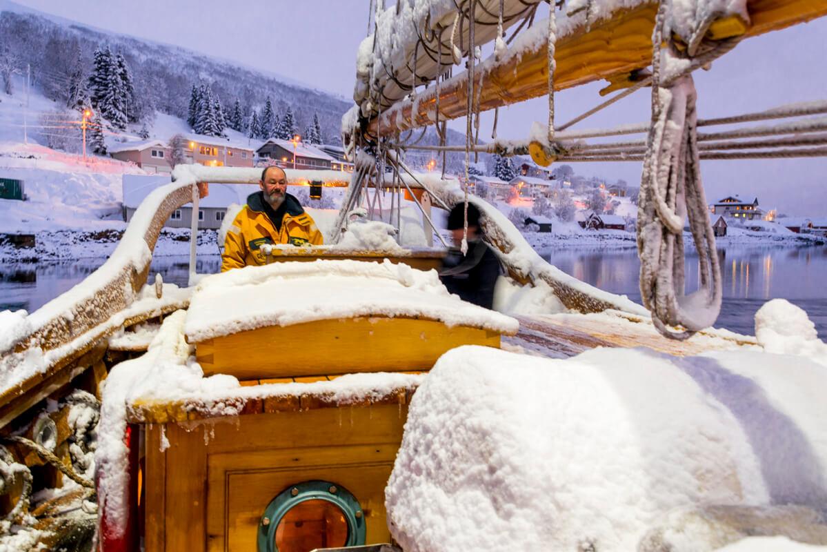 Plavba zimným fjordom