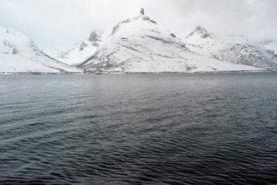 Plavba zimným fjordom kopce